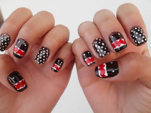 Alternating Polka Dots With Pop Art Nail Art