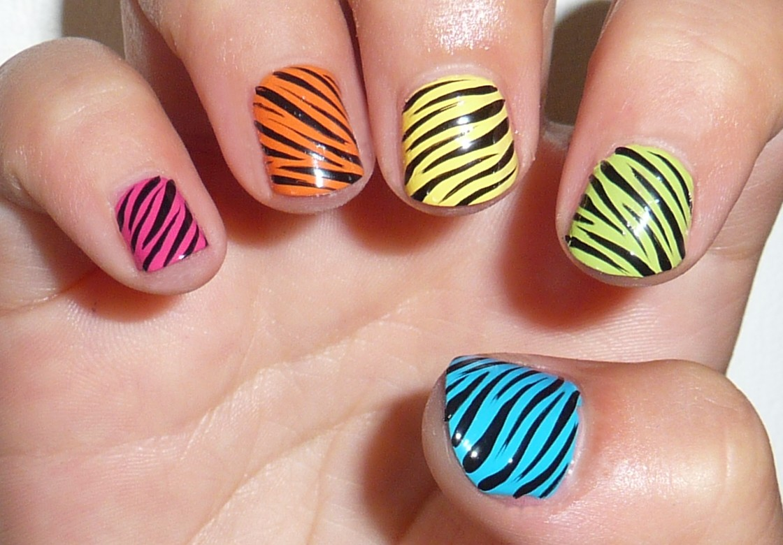 Curly Stripes Over A Colorful Base Nail Art