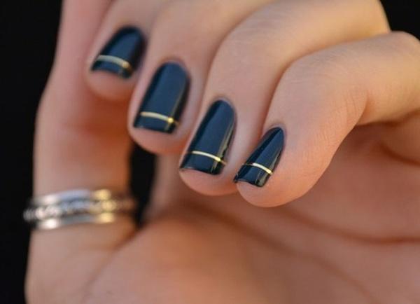 Graceful Black and Gold Patten - Nail Art