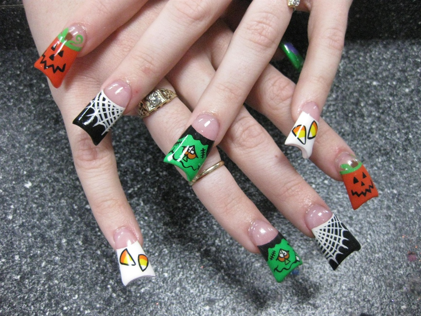 Leave No Halloween Symbol Hidden - Nail Art